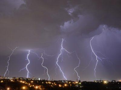 lightning-2555826_1920